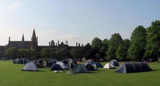 acampando-en-el-jardin-de-la-escuela