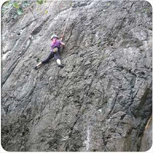 reportaje-acampando-con-niños-climbing